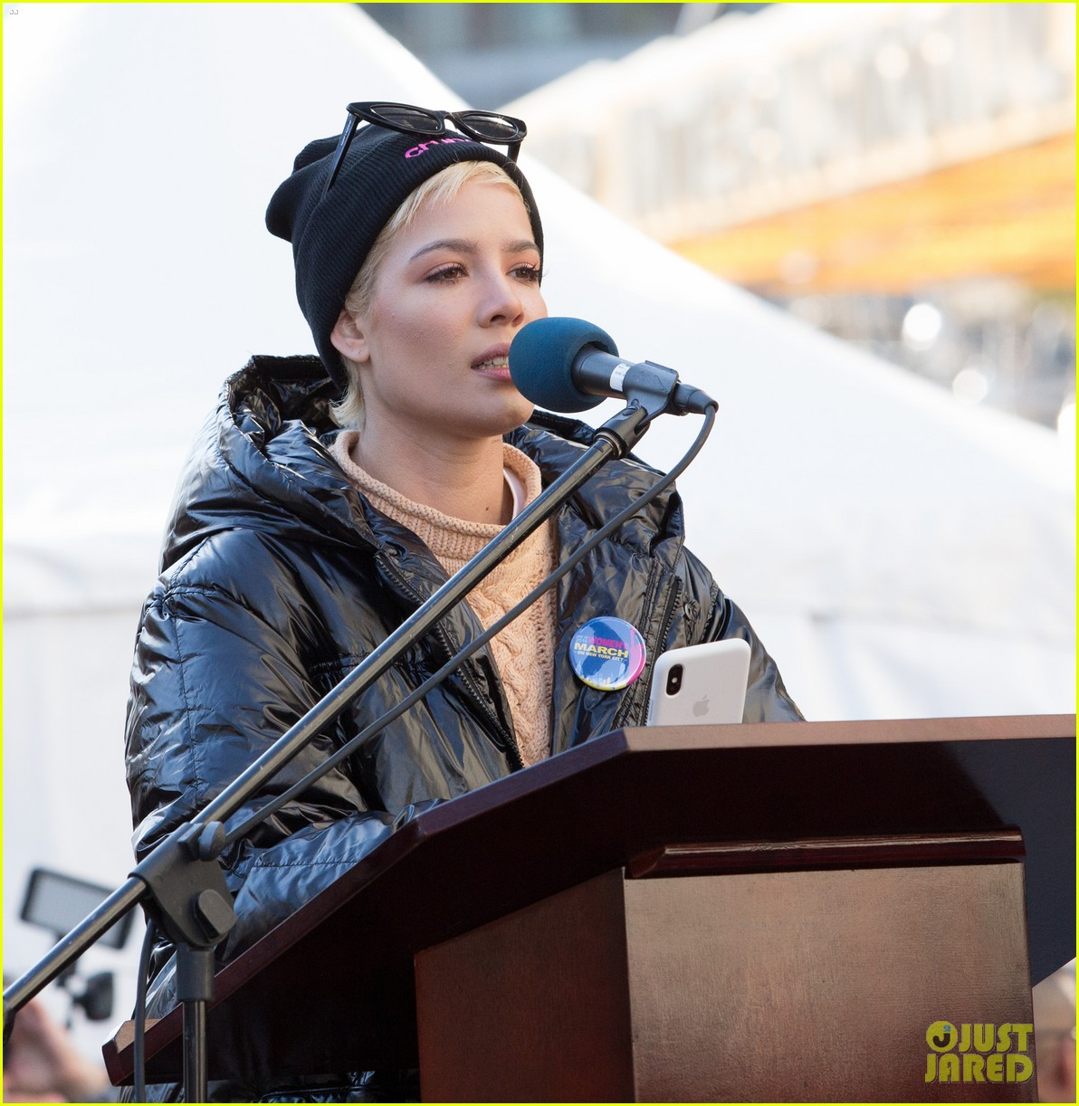 halsey shares powerful poem at womens march 2018 in nyc 07