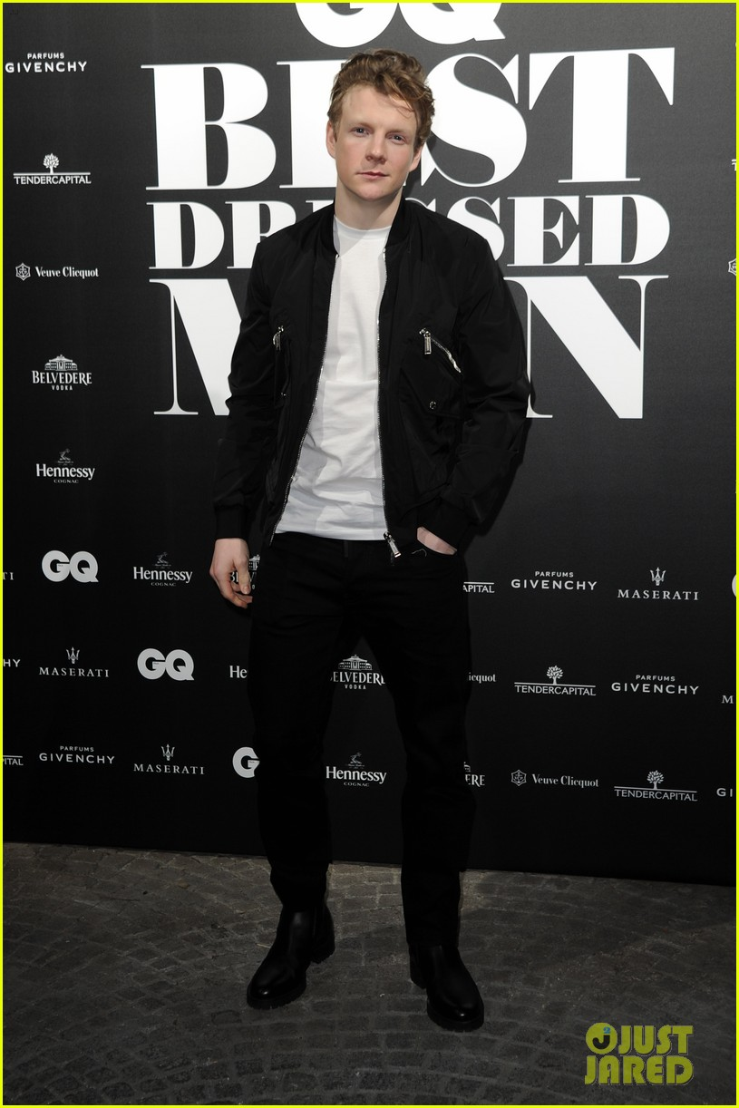 charlie heaton patrick gibson look so stylish at gq best dressed event 02