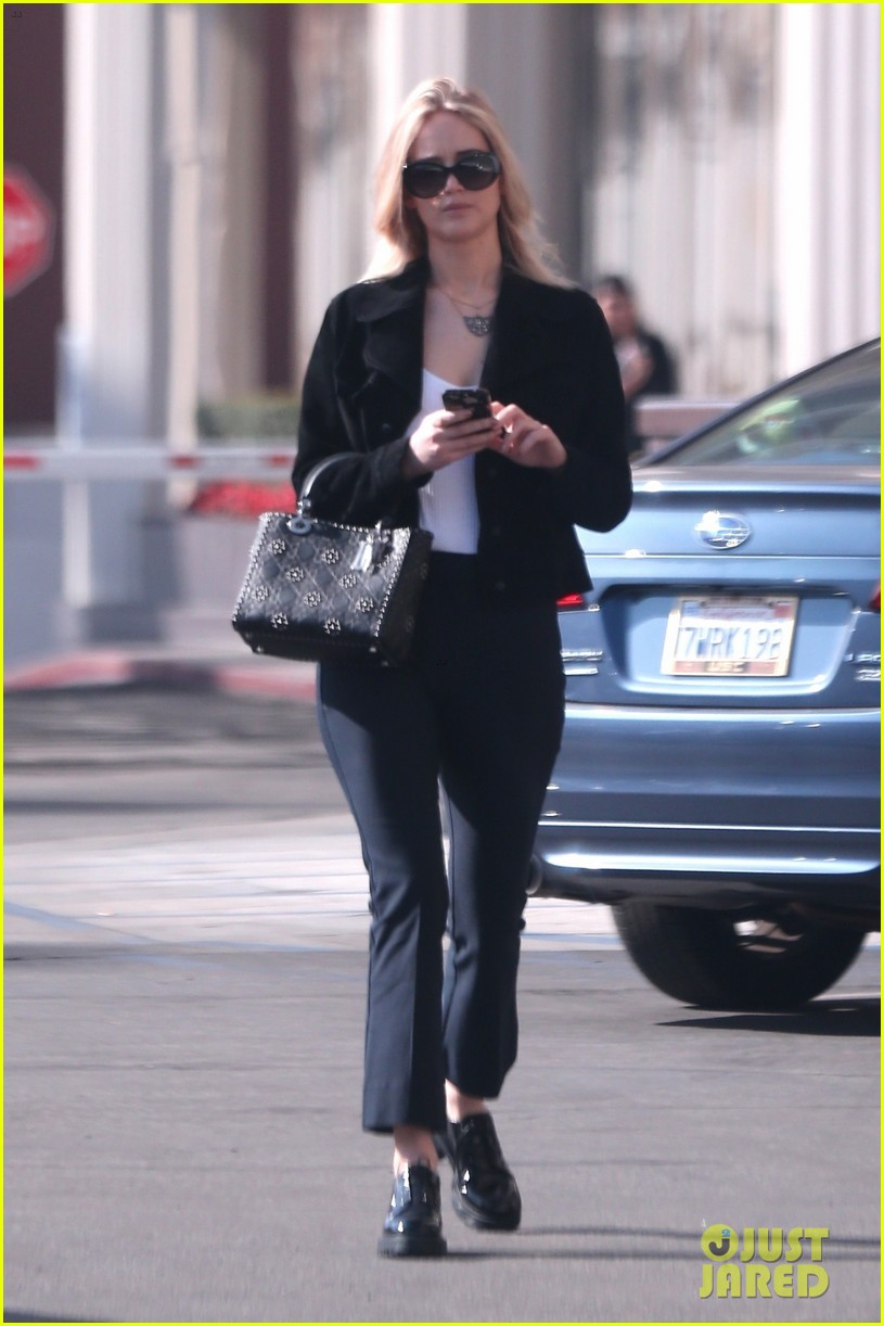 jennifer lawrence running errands in la 01