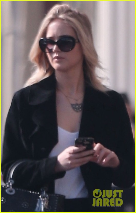jennifer lawrence running errands in la 02