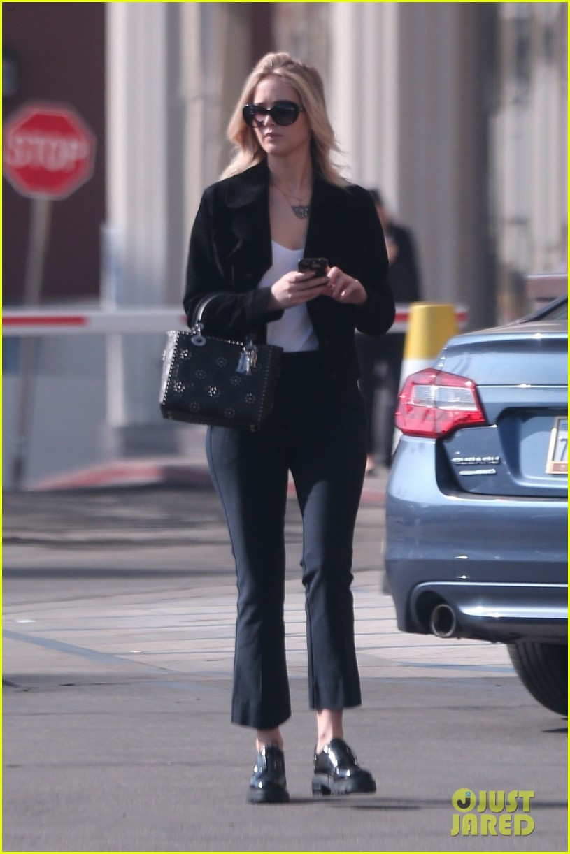 jennifer lawrence running errands in la 05