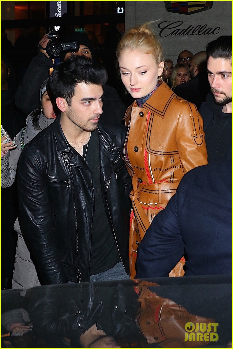 joe jonas sophie turner couple up at pre grammys party 02