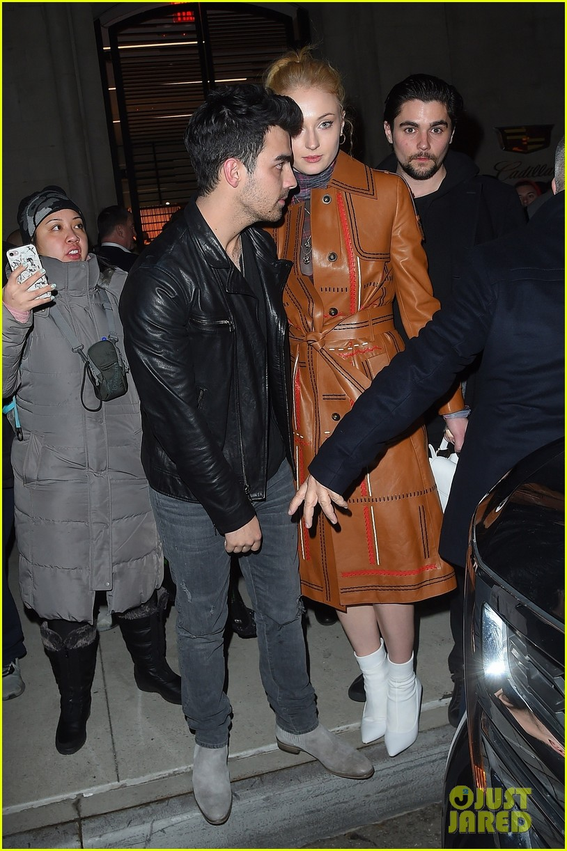 joe jonas sophie turner couple up at pre grammys party 03
