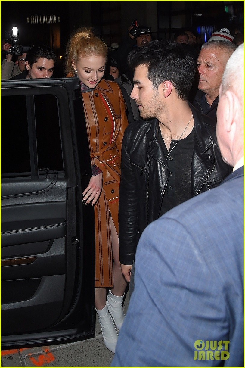joe jonas sophie turner couple up at pre grammys party 06