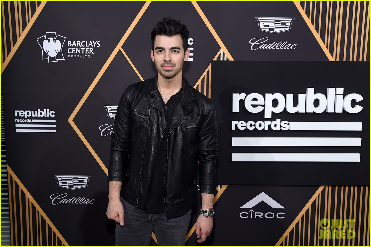joe jonas sophie turner couple up at pre grammys party 09