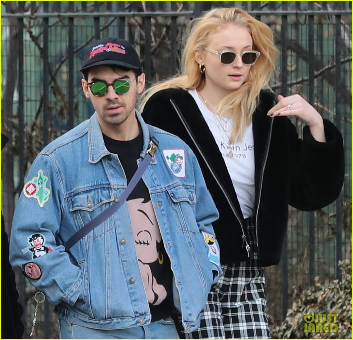joe jonas and sophie turner couple up for saturday morning stroll 01