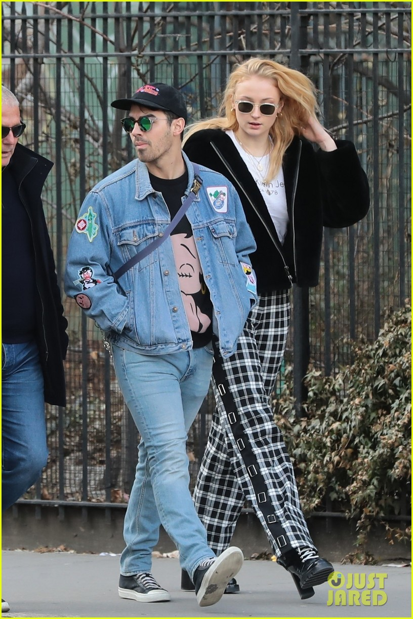 joe jonas and sophie turner couple up for saturday morning stroll 08