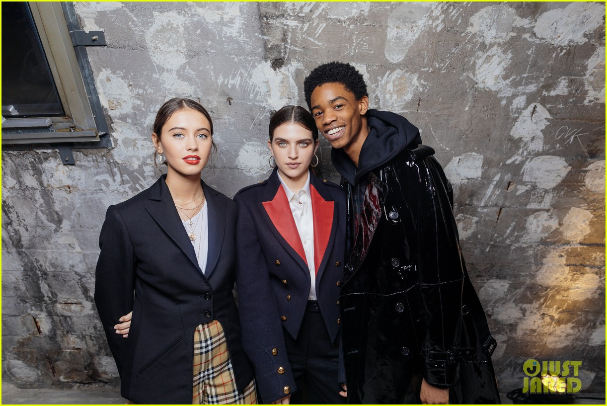 iris law looks super chic at burrberry pfw party 01
