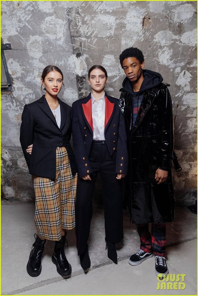 iris law looks super chic at burrberry pfw party 03