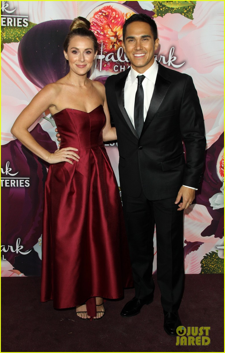 alexa penavega celebrates 4 years with husband carlos 02