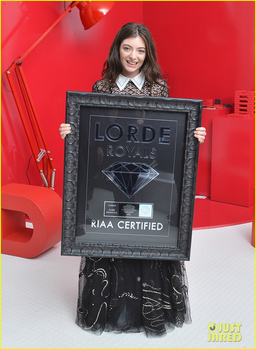 lorde meets stevie knicks royals goes diamond 01
