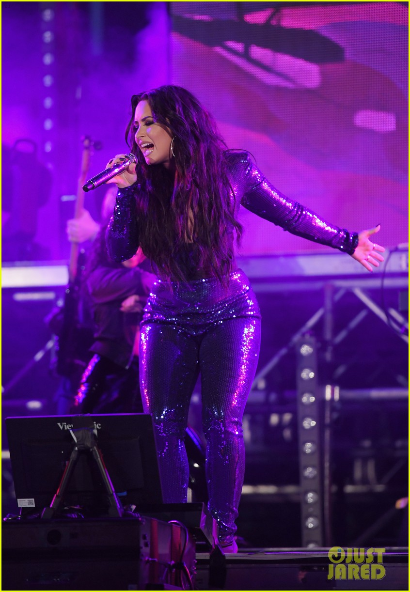 demi lovato performs in a sequined jumpsuit for nye in miami 01