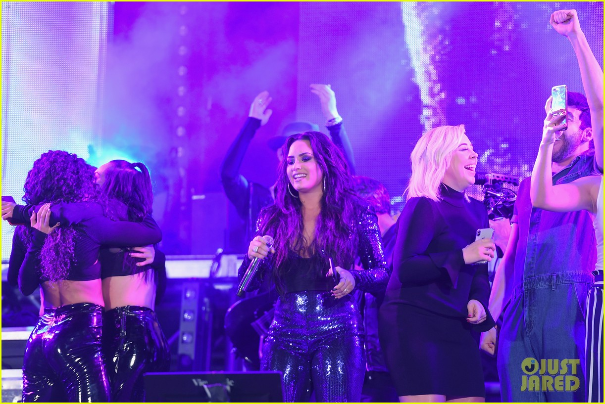 demi lovato performs in a sequined jumpsuit for nye in miami 02