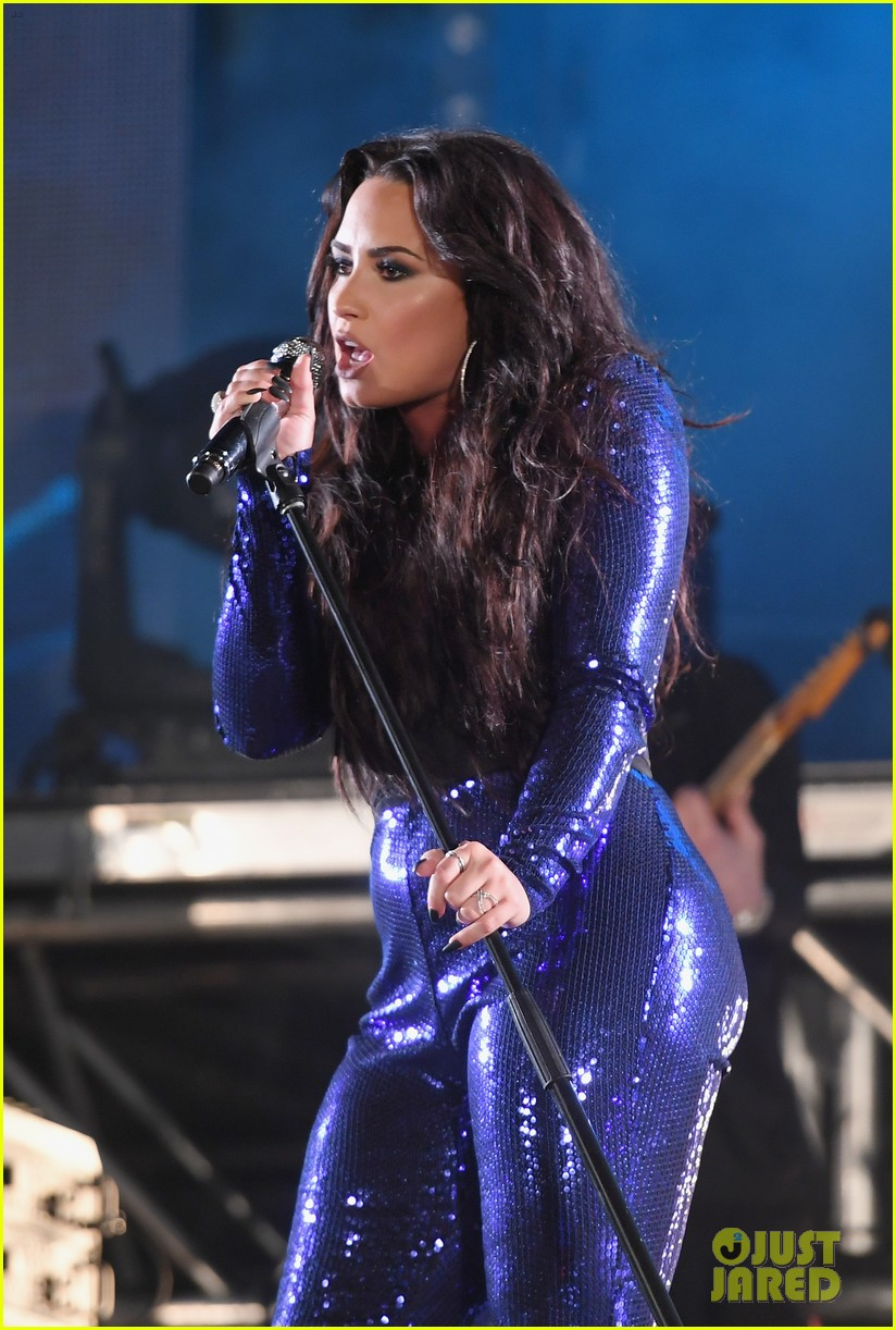 demi lovato performs in a sequined jumpsuit for nye in miami 04