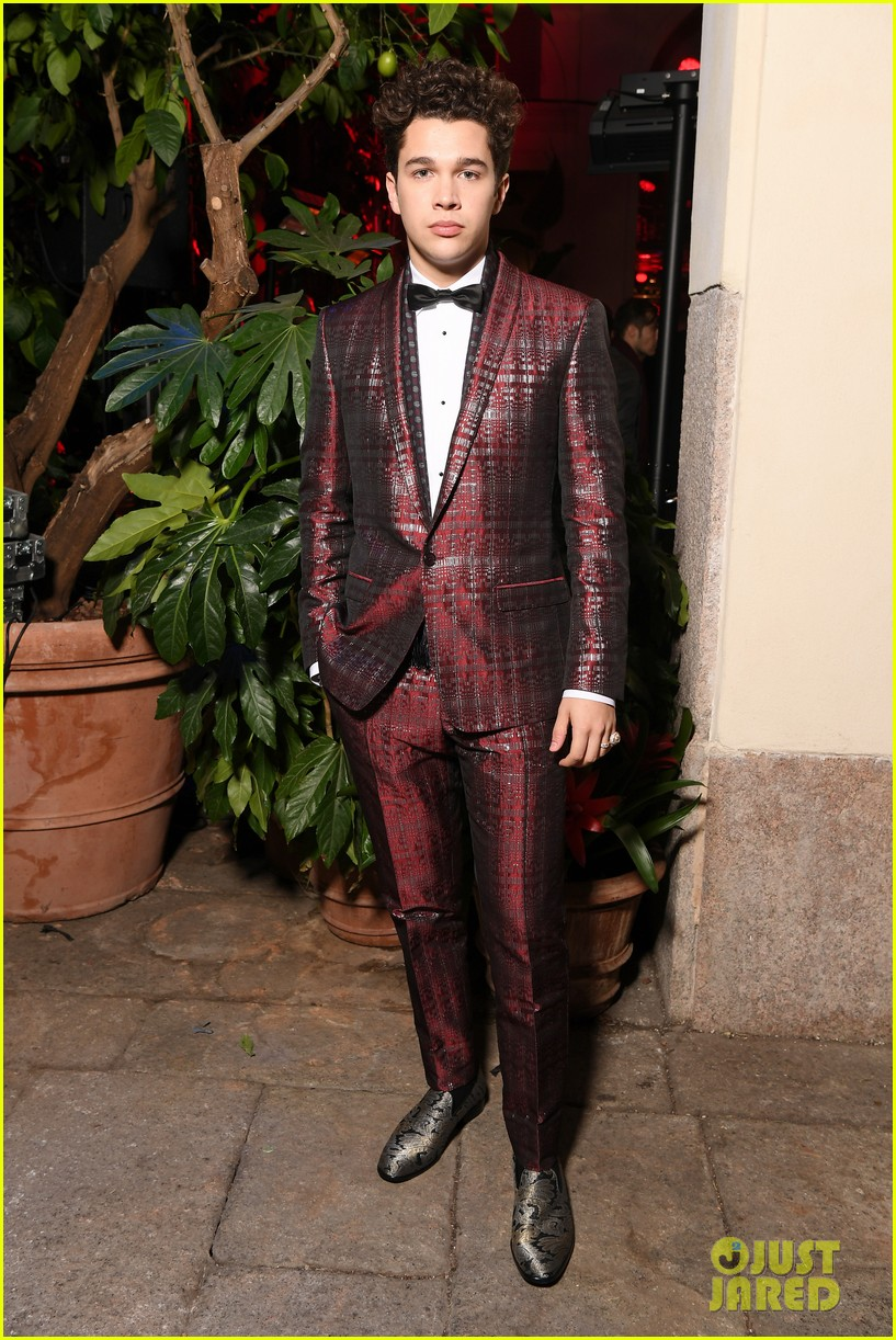 ross lynch and austin mahone suit up at dolce and gabbana show 01