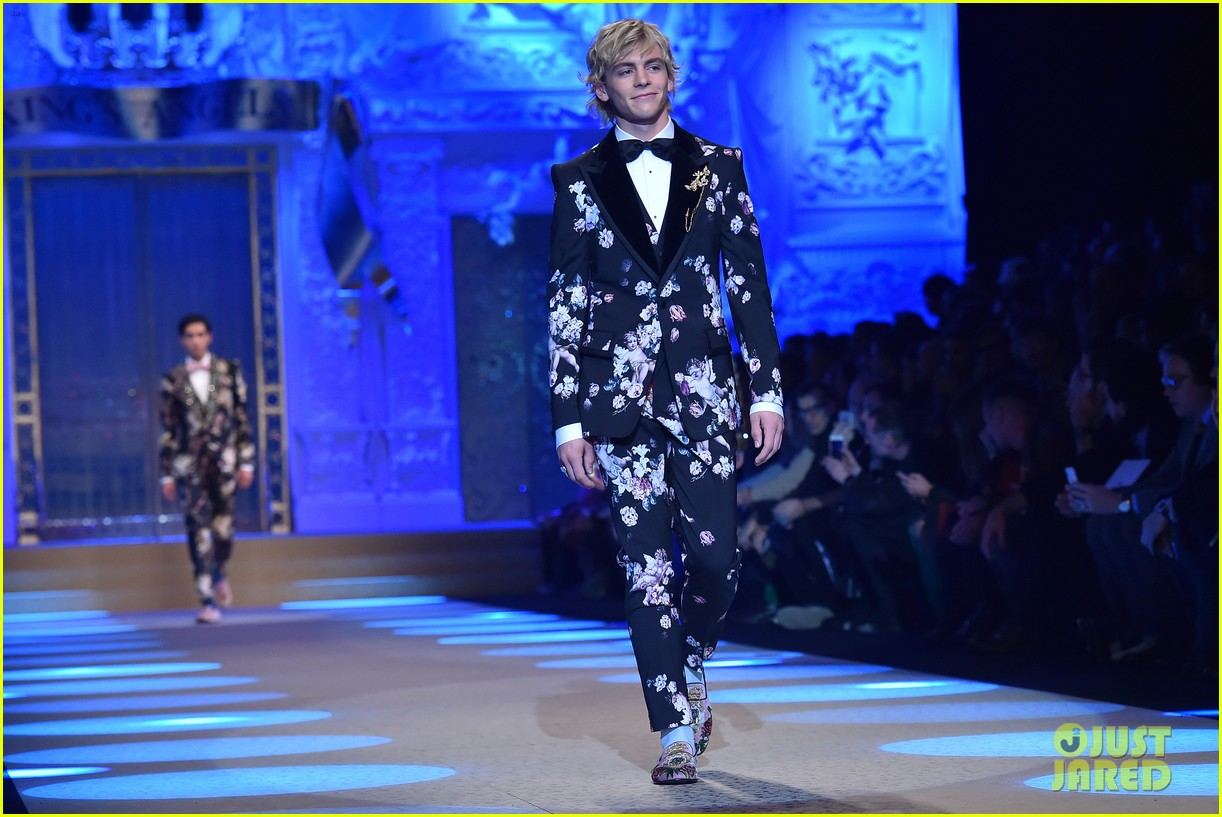 ross lynch and austin mahone suit up at dolce and gabbana show 05
