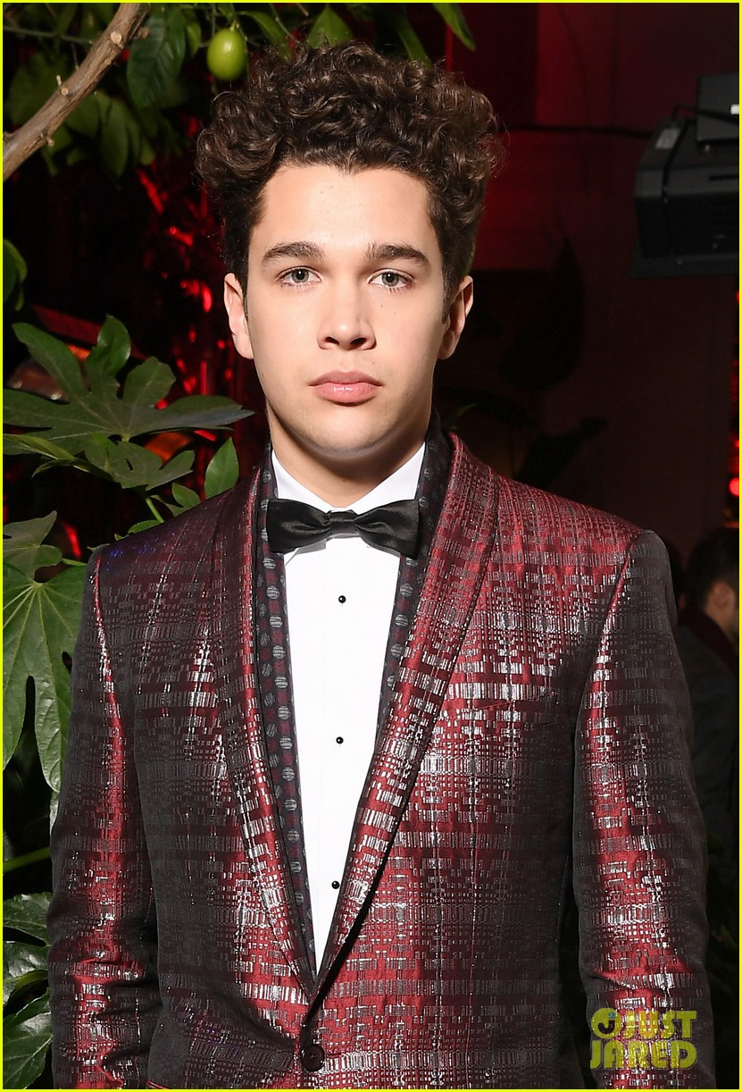 ross lynch and austin mahone suit up at dolce and gabbana show 08