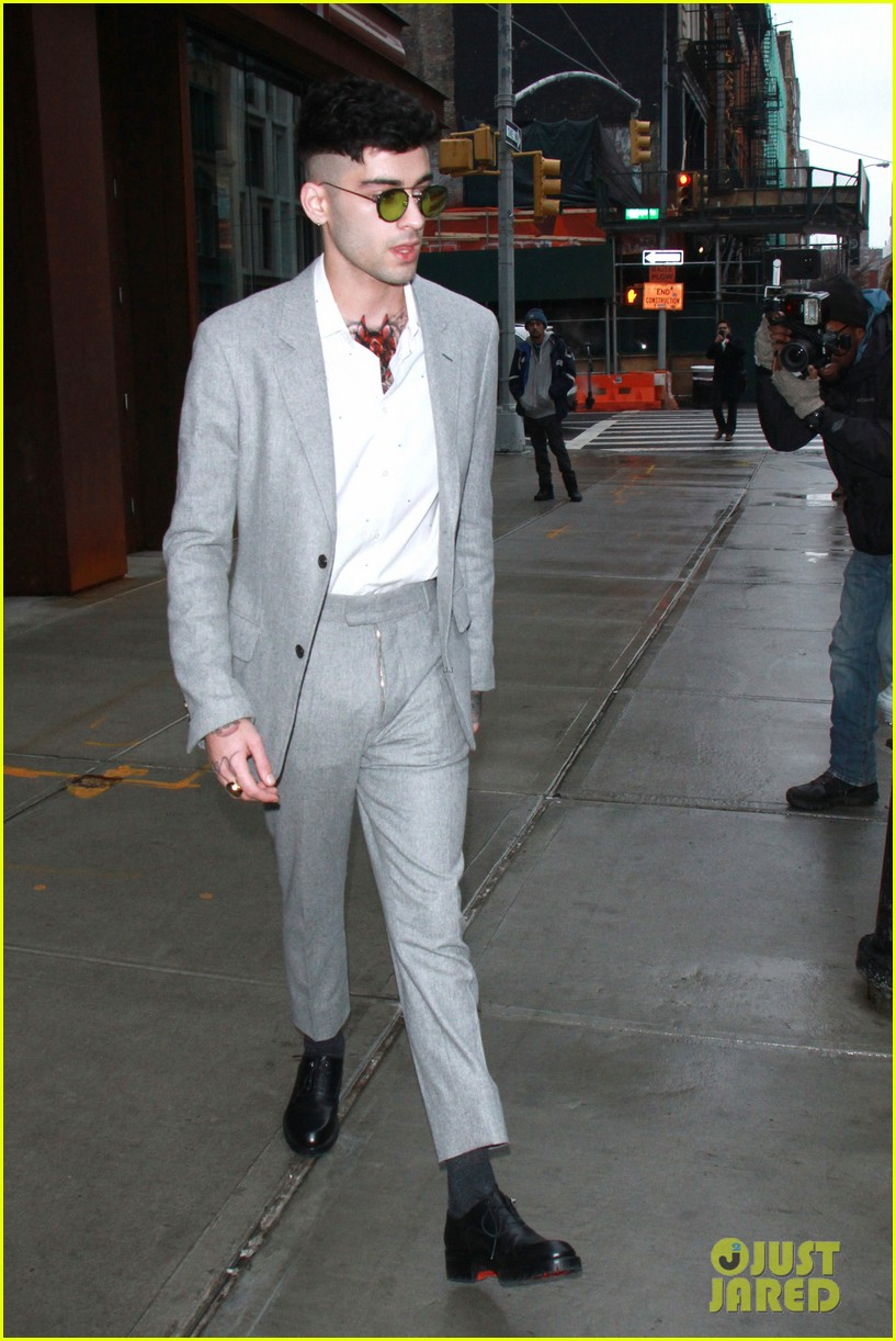 Zayn Malik Looks So Handsome in His Grey Suit | Photo 1133358 ...