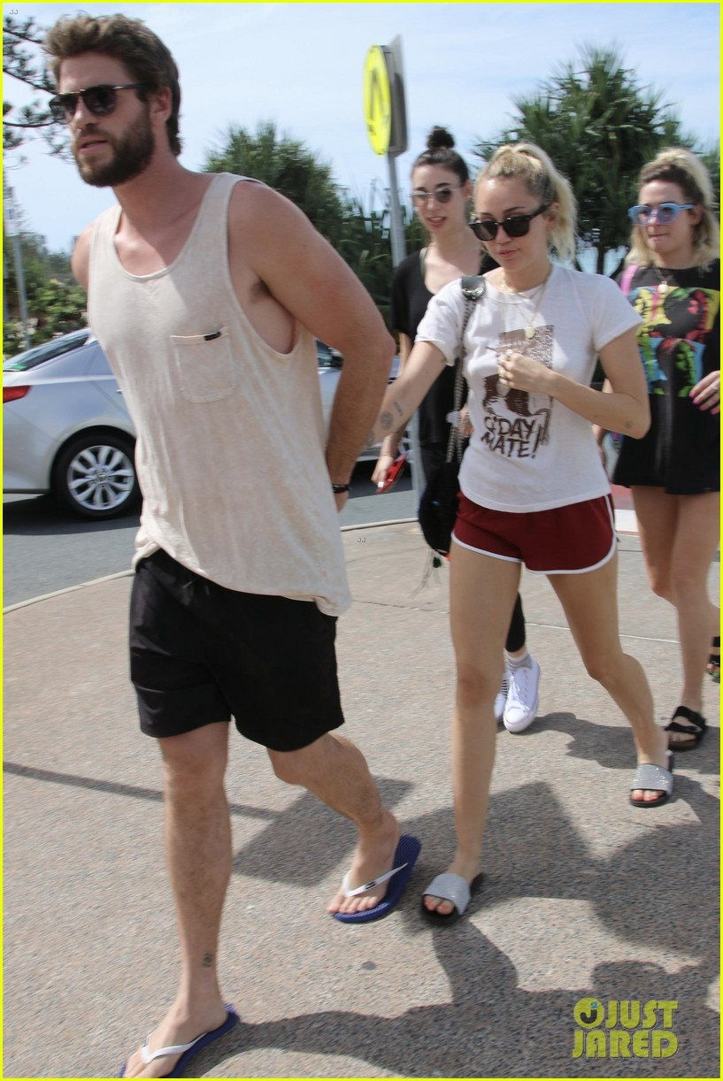 miley cyrus liam hemsworth 01