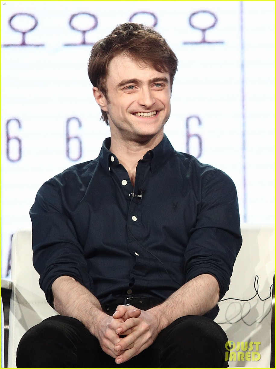 daniel radcliffe and steve buscemi bring miracle workers to winter tca tour 2018 16