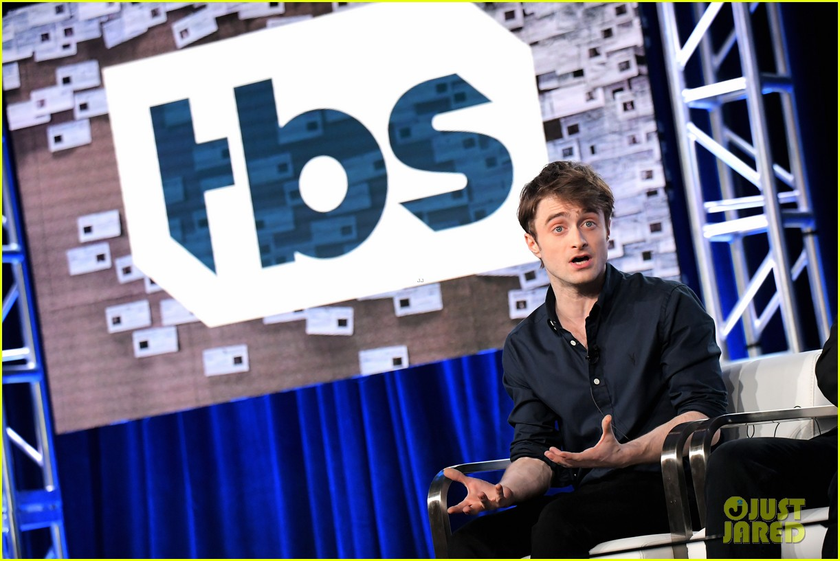 daniel radcliffe and steve buscemi bring miracle workers to winter tca tour 2018 19
