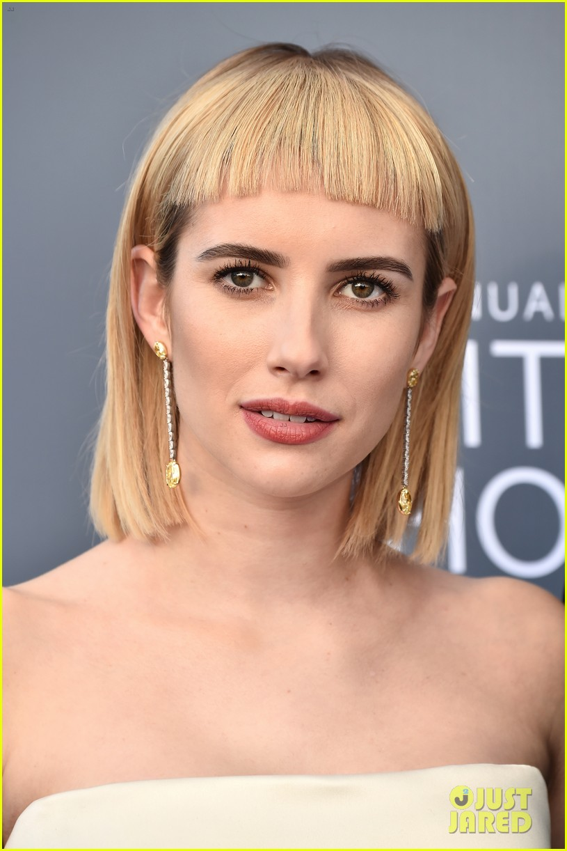emma roberts debuts new haircut joins evan peters at critics choice awards 2018 04