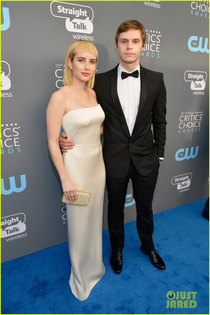 emma roberts debuts new haircut joins evan peters at critics choice awards 2018 05