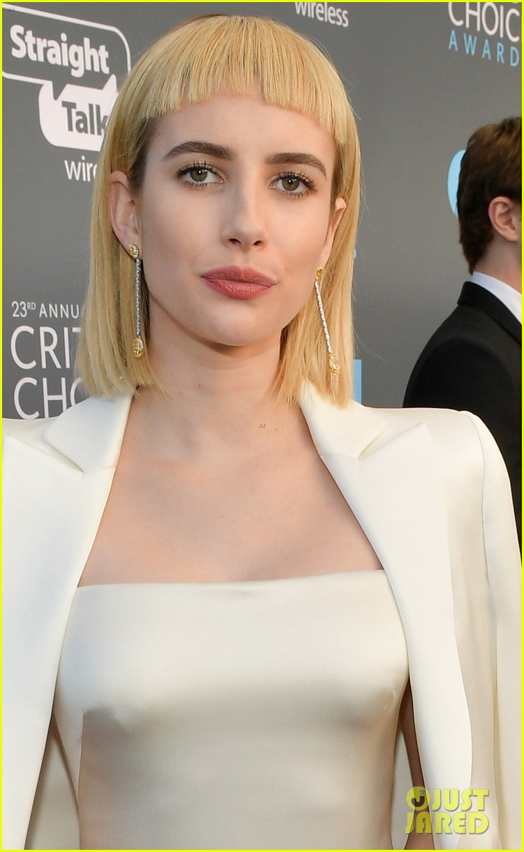 emma roberts debuts new haircut joins evan peters at critics choice awards 2018 07