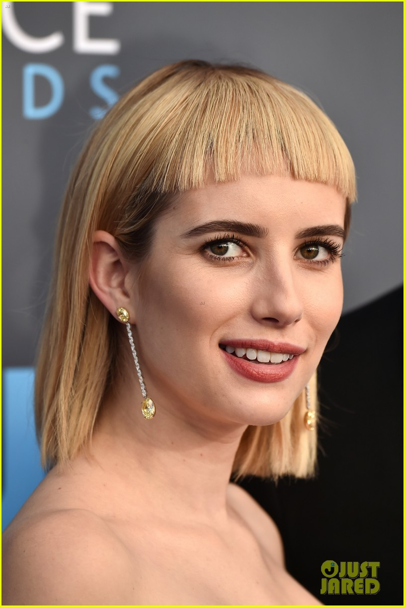 emma roberts debuts new haircut joins evan peters at critics choice awards 2018 11