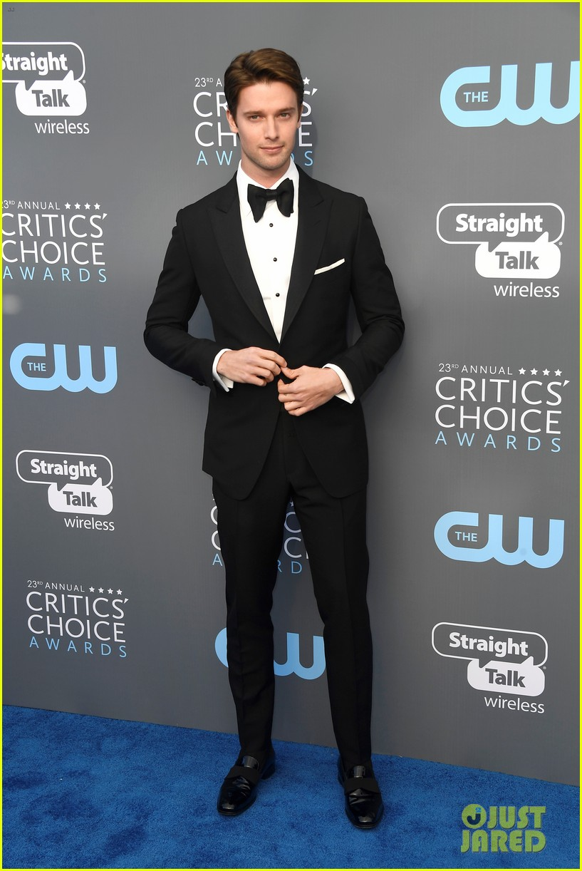 skyler samuels patrick schwarzenegger present together at critics choice awards 2018 13
