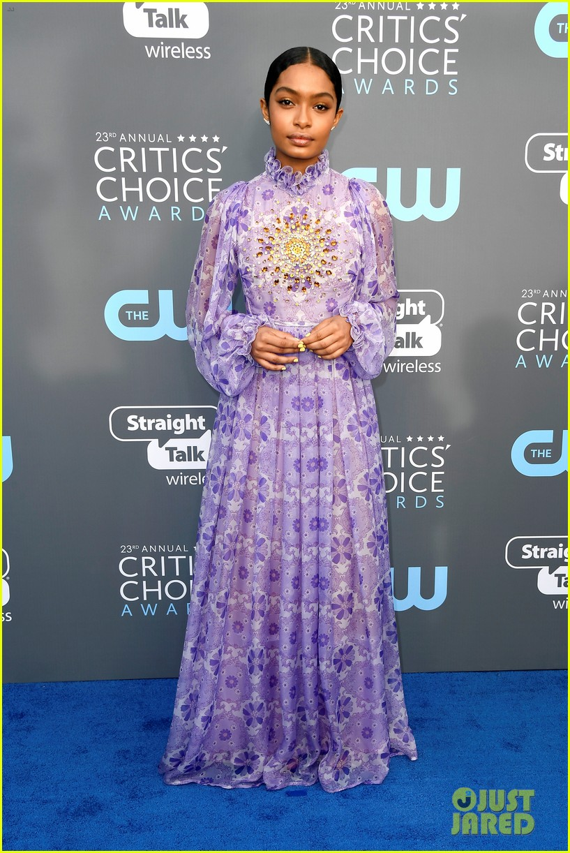 sarah hyland kiernan shipka and yara shahidi stun at critis choice awards 2018 03