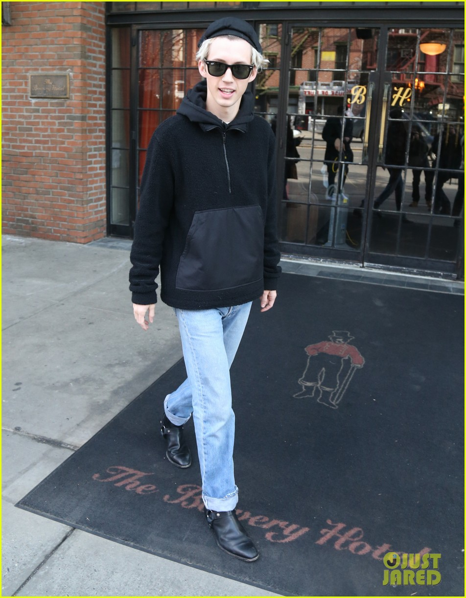 troye sivan and boyfriend jacob bixenman step out in nyc 02