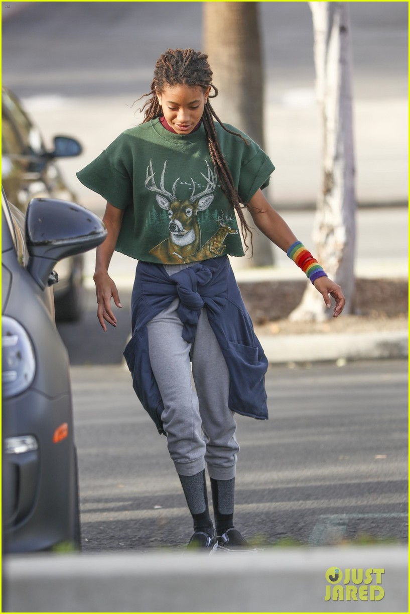 willow smith looks happy amp fashionable while hanging with