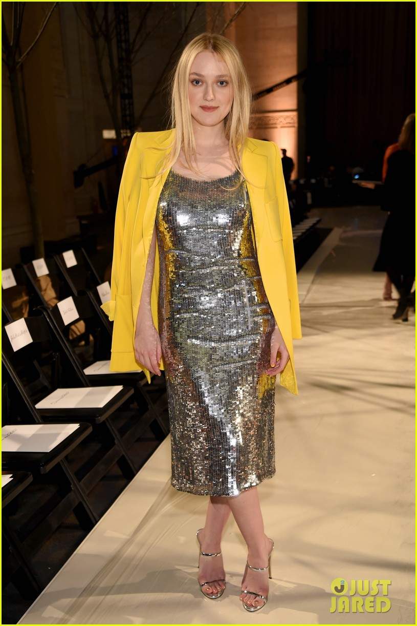 dakota fanning dazzles at oscar de la renta fashion show with maren morris 04