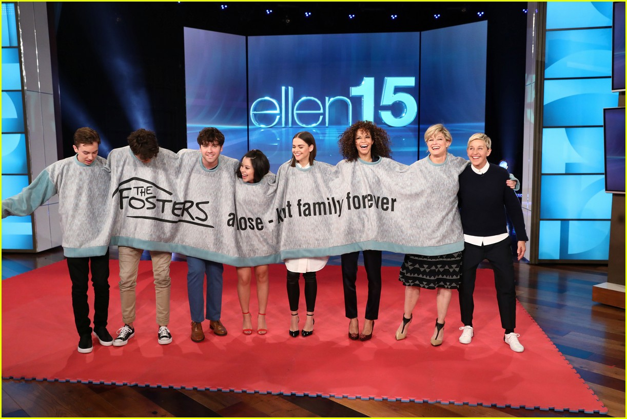 the fosters cast make ellen debut play blindfold musical chairs 01