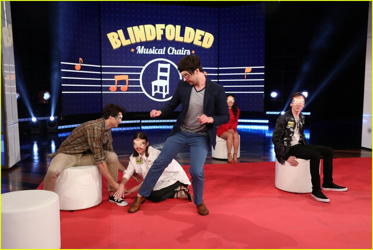 the fosters cast make ellen debut play blindfold musical chairs 04