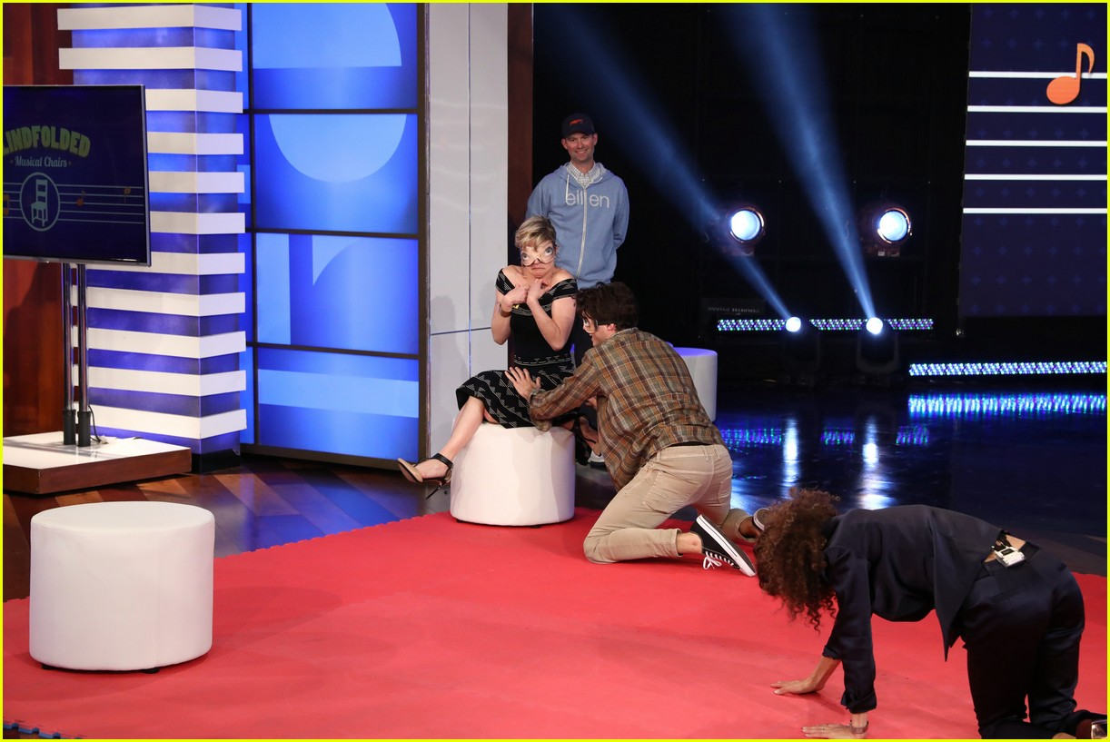 the fosters cast make ellen debut play blindfold musical chairs 07