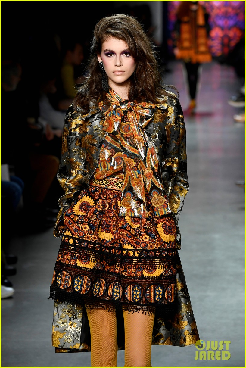 kaia gerber joins gigi bella hadid in anna sui nyfw show 05