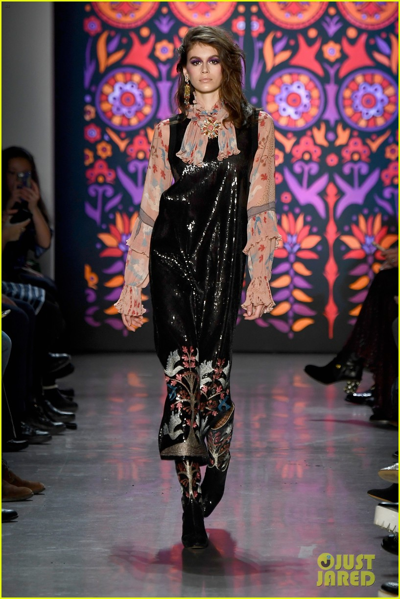 kaia gerber joins gigi bella hadid in anna sui nyfw show 15