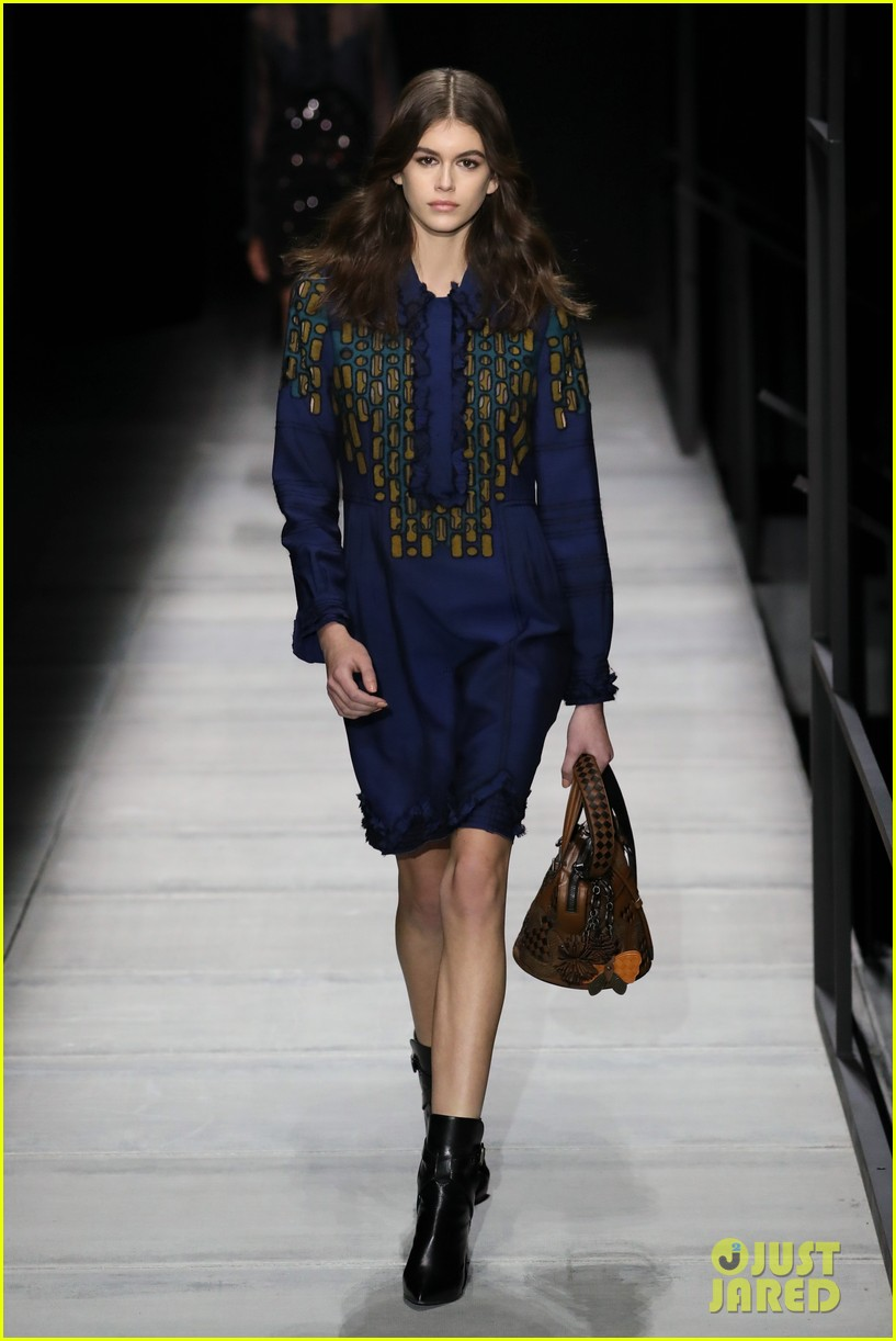 kaia gerber struts for alexander wang bottega veneta nyfw shows 01