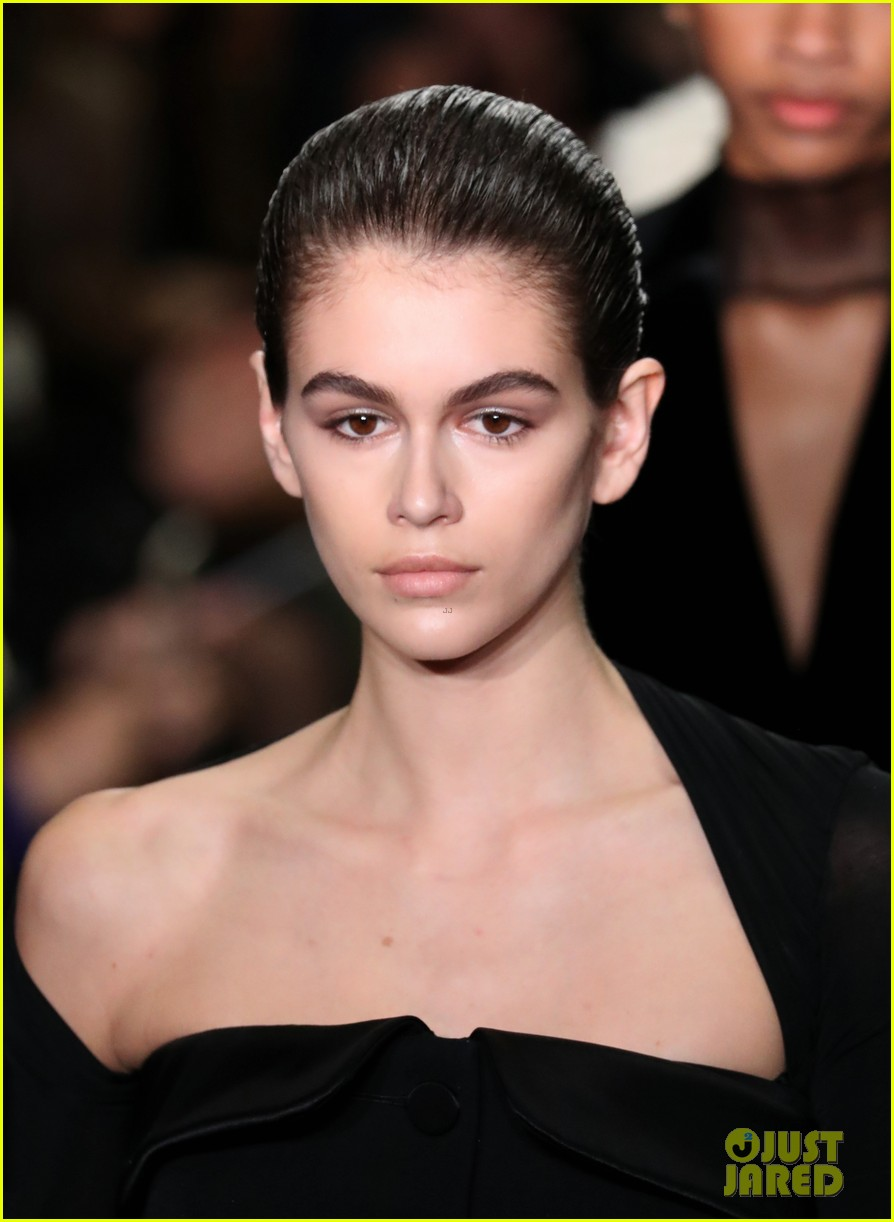 kaia gerber struts for alexander wang bottega veneta nyfw shows 13
