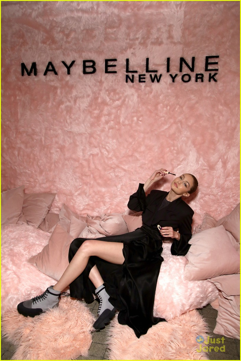 gigi hadid hasimoto disease tweets maybelline party 02