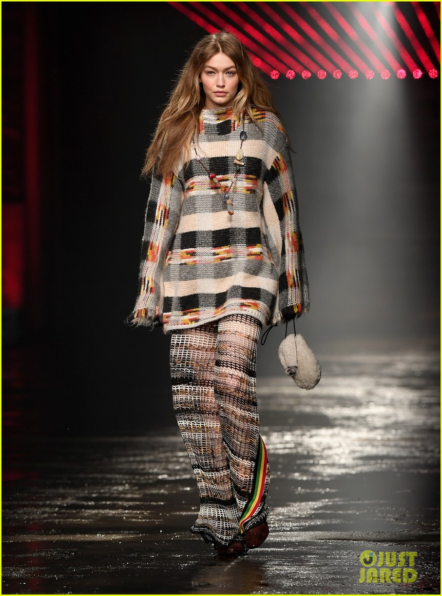gigi hadid opens missoni show during milan fashion week 01