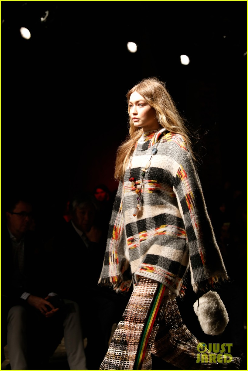 gigi hadid opens missoni show during milan fashion week 03
