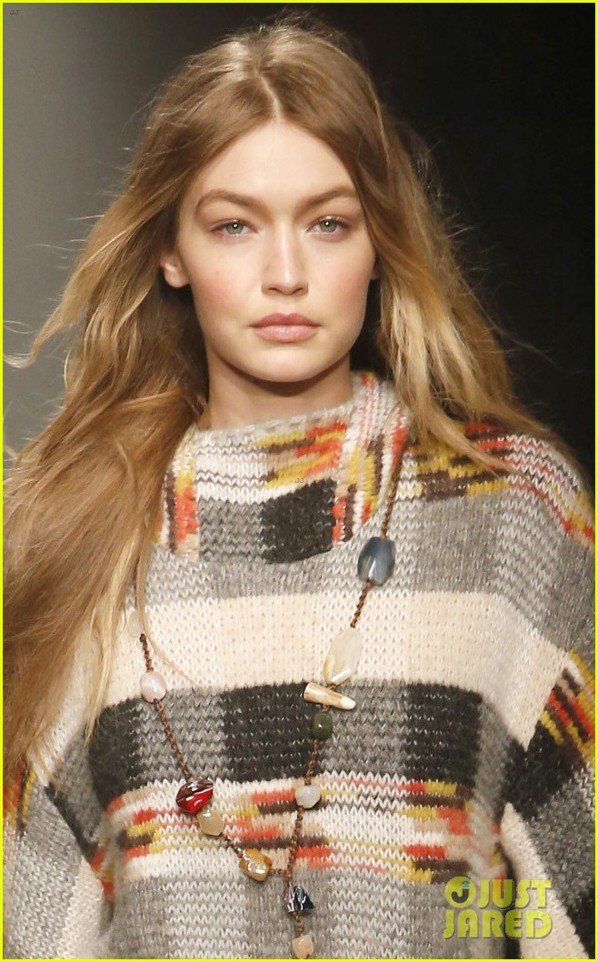 gigi hadid opens missoni show during milan fashion week 05