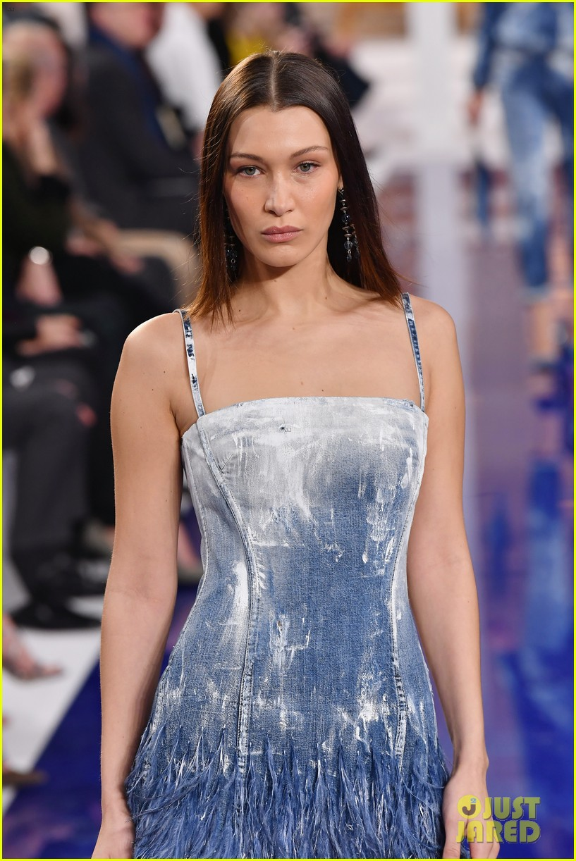 bella hadid anwar hadid and joan smalls slay the catwalk at ralph lauren fashion show 09