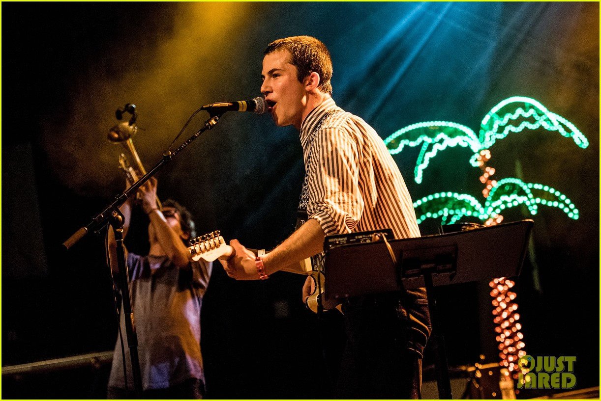 13 reasons whys dylan minnette performs with badn wallows in la 01