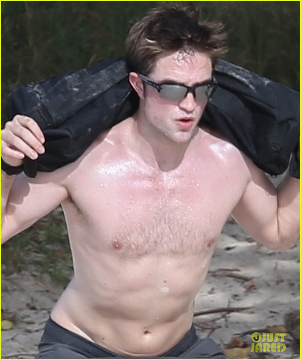 robert pattinson bares ripped body while shirtless in antigua 14