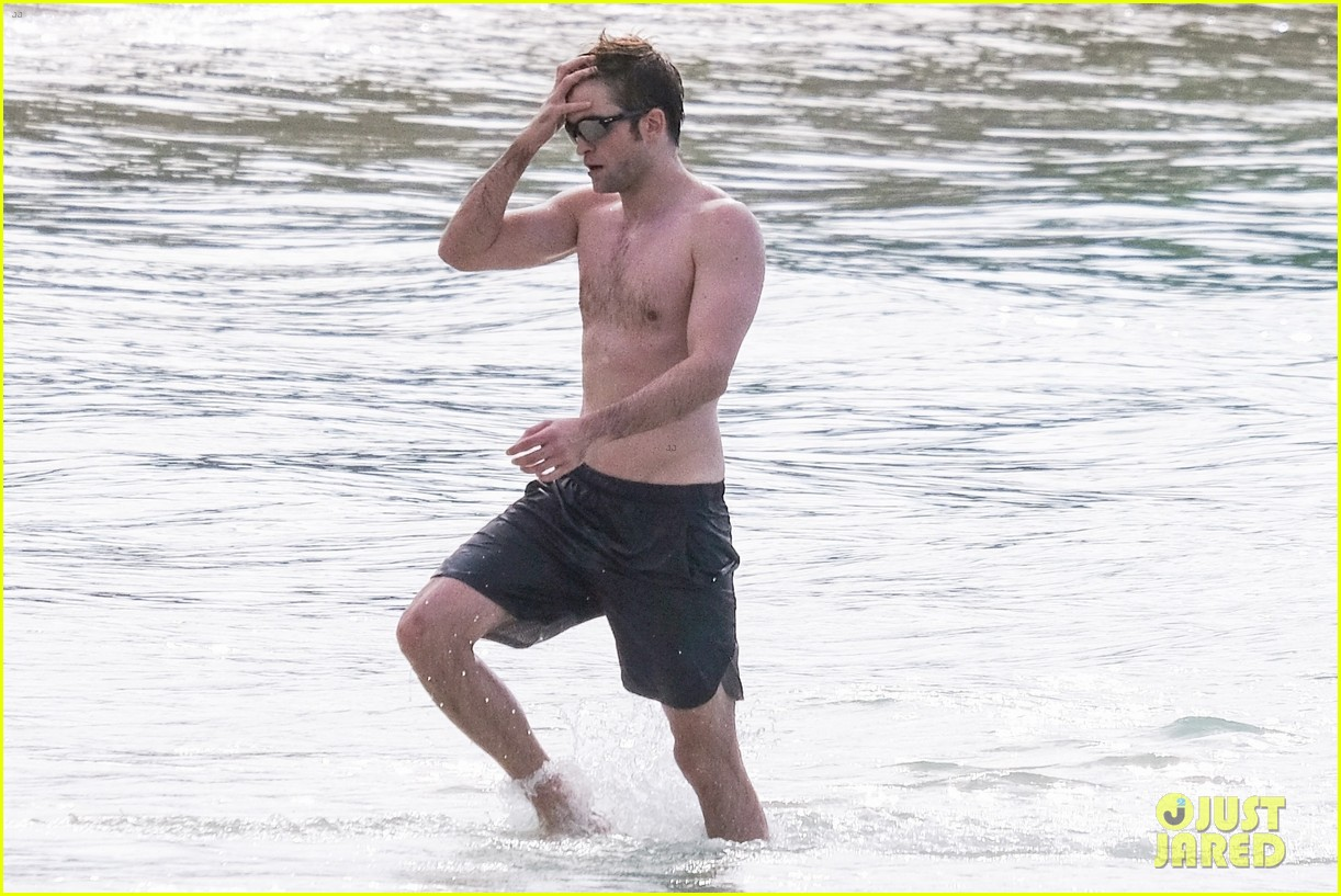 robert pattinson bares ripped body while shirtless in antigua 25