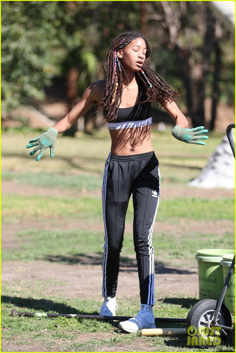 shirtless jaden smith shows off his abs while planting trees with sister willow 02